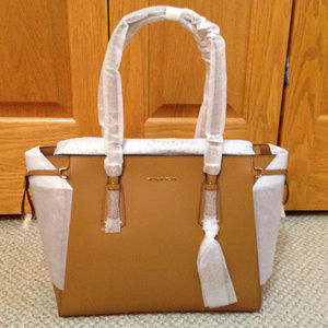 MICHAEL KORS - Voyager tote - Brand New